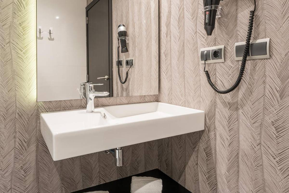 Bagno camera doppia ilunion bel art hotel ilunion bel art barcellona